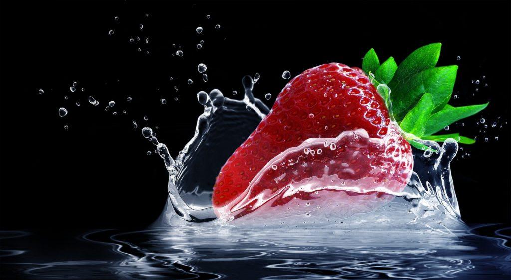 fraise dans l'eau